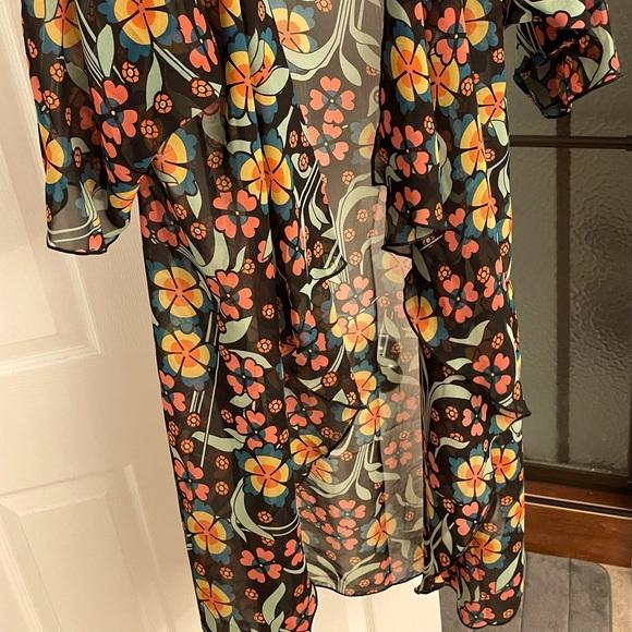 Lularoe Shirley (short sleeve kimono)